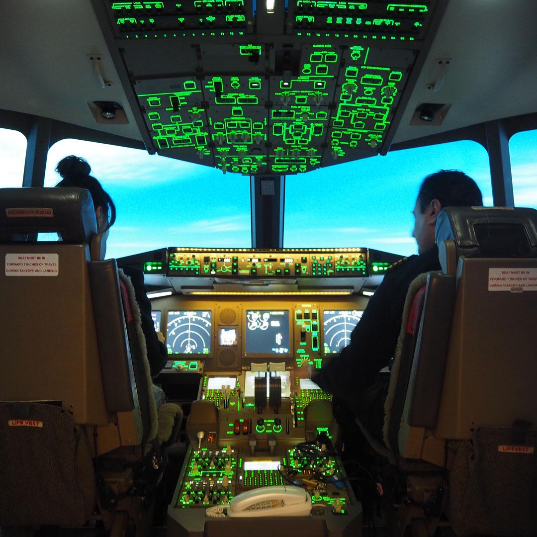気分も上がる、空の旅。大人が本気で遊ぶ「30分パイロット体験」