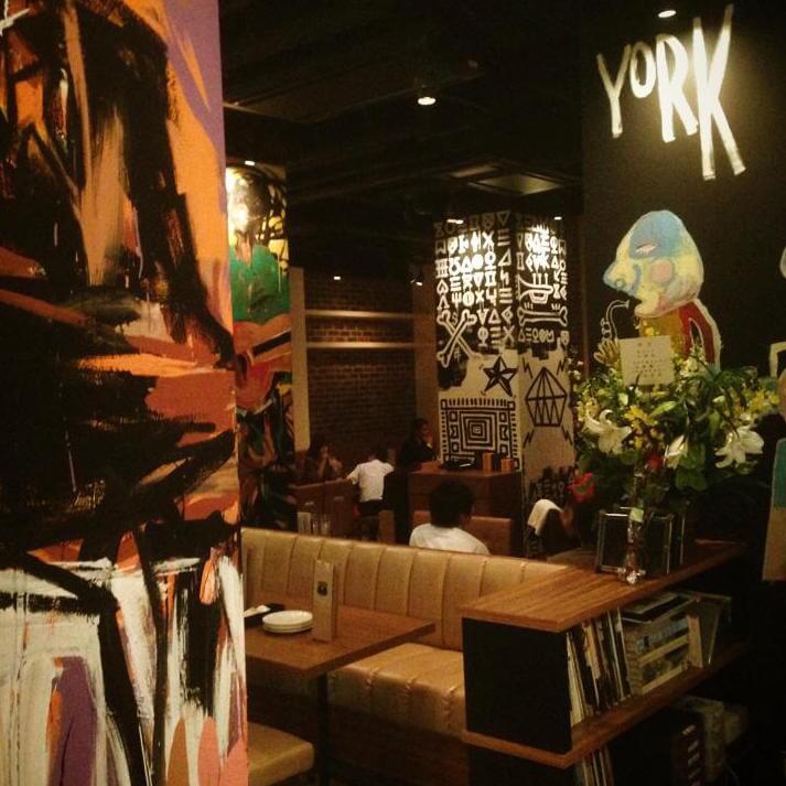仕事終わりの待ち合わせから深夜メシまで。恵比寿で使える夜カフェスポット
