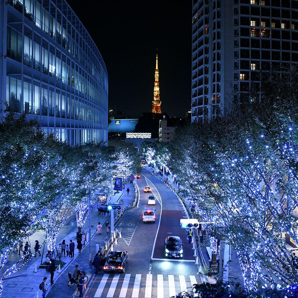 15年目のけやき坂イルミは「白と青」。六本木ヒルズのクリスマスイベントが開催中