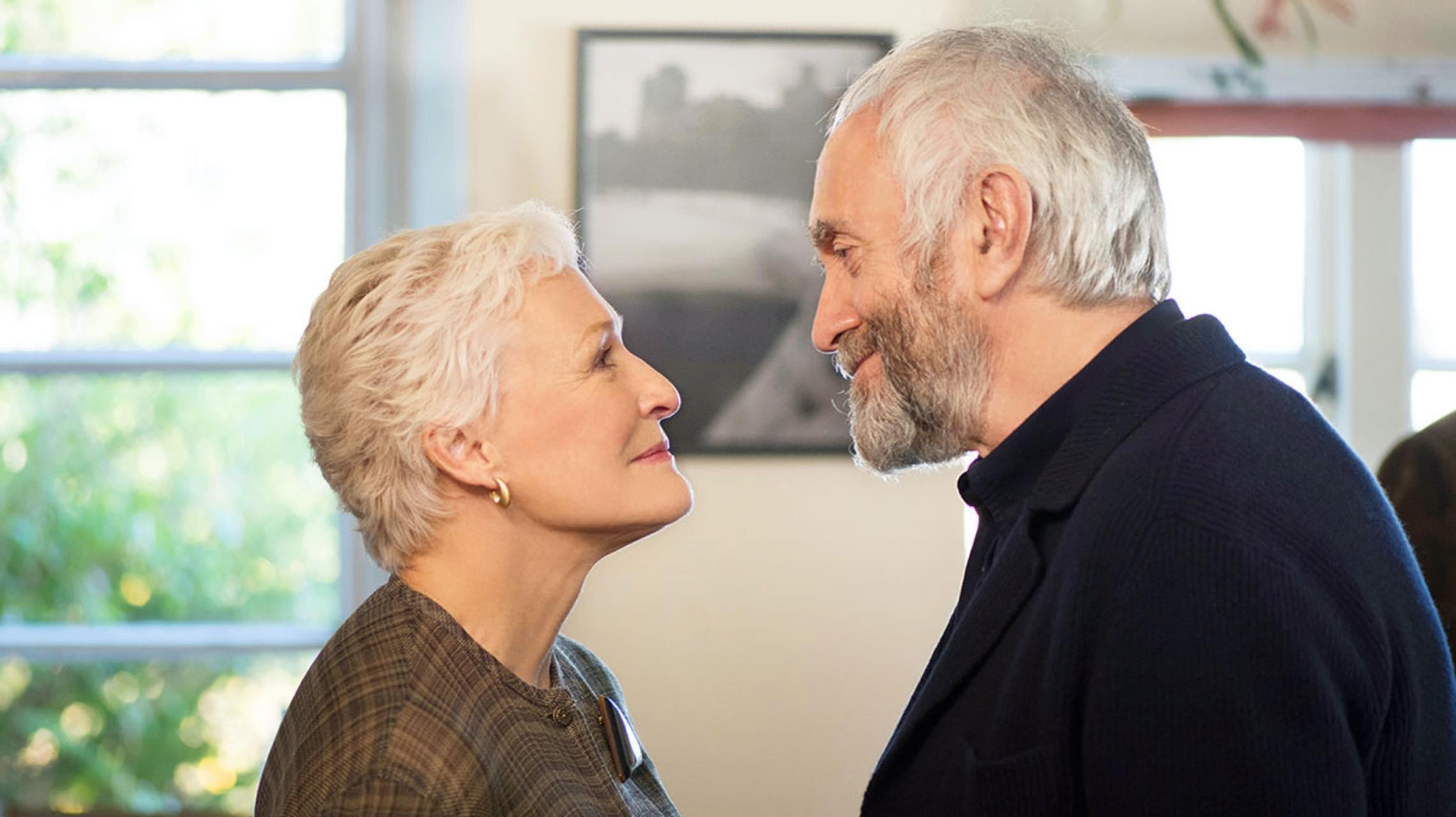"""『天才作家の妻 -40年目の真実-』~女優グレン・クローズの""""あの微笑み""""にザワつく~"""