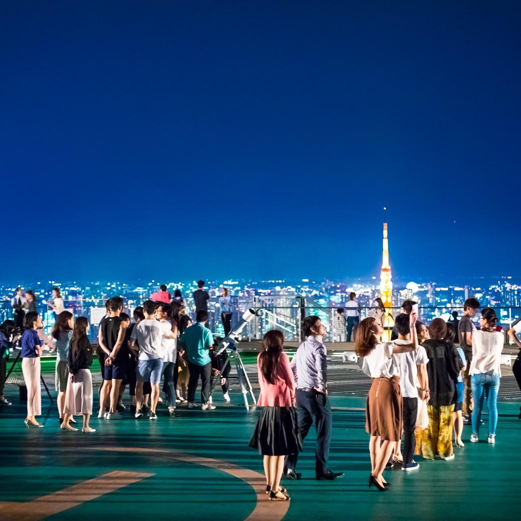 六本木ヒルズ 森タワーの屋上は極上の星空空間だ。累計約14万人を集めた六本木天文クラブが10周年