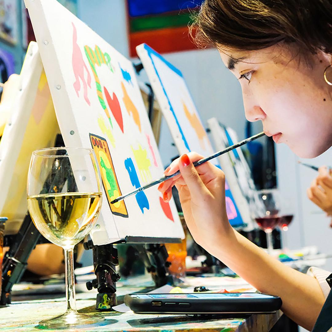 「Artbar」でお酒片手に絵画レッスン。美的センスを磨くアートな趣味を見つけよう!
