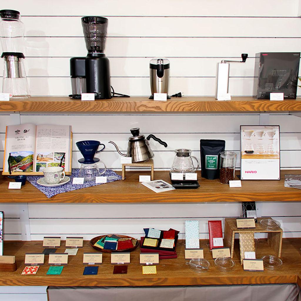 Scrop COFFEE ROASTERS 青山店(スクロップコーヒーロースターズ)の店内