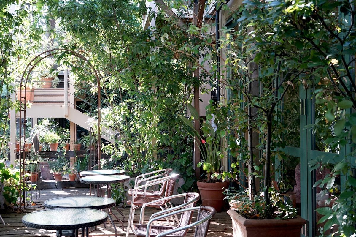 """""""絵画の中""""で過ごす至福。住宅街の森のカフェ「cafe Felice」"""