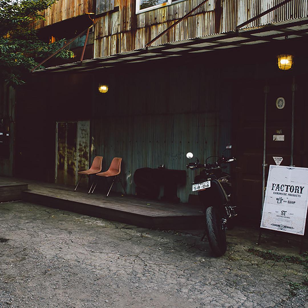 まるでおもちゃ箱。静かな住宅街の隠れ家「CAFE SOUL TREE」で大人の時間を