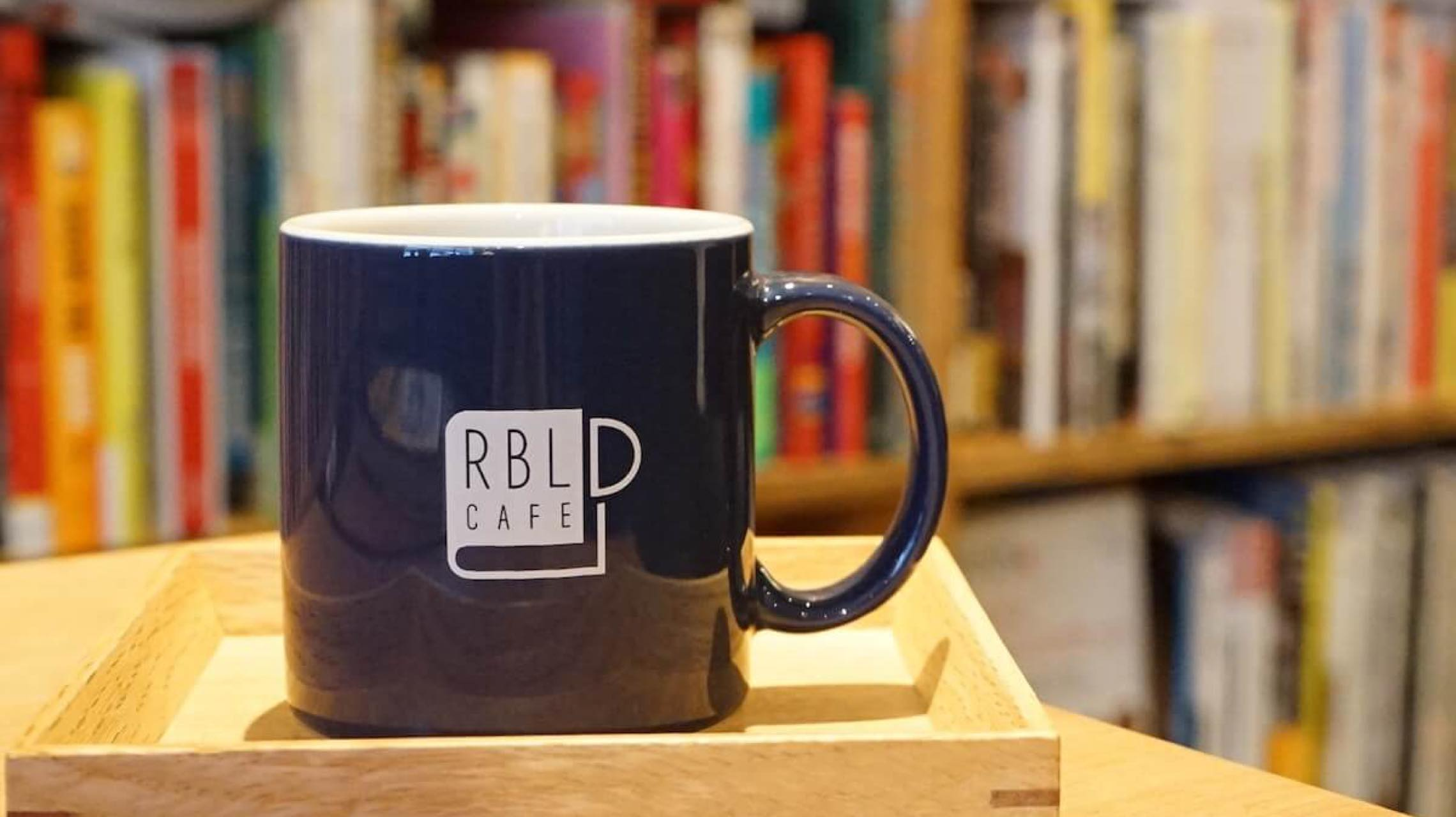 """自由に働く人必見。ブックカフェならぬ""""参考書""""カフェ下北沢「RBL CAFE」"""