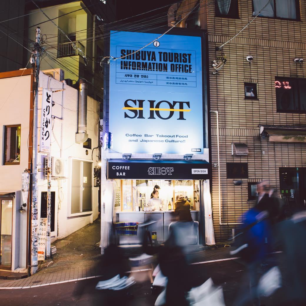 """""""渋谷の観光案内所""""。カオスなコーヒースタンドはディープな夜の入り口"""