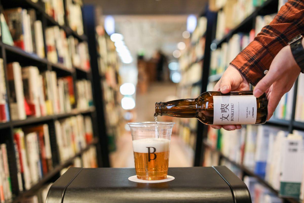 本と出会うための本屋、六本木・文喫がつくる「本と過ごすためのビール」