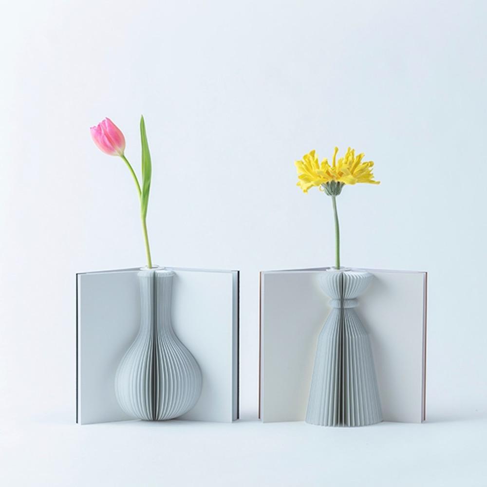 気分をパッと明るくする。本型の花瓶「Flowery Tale」で花をスタイリング