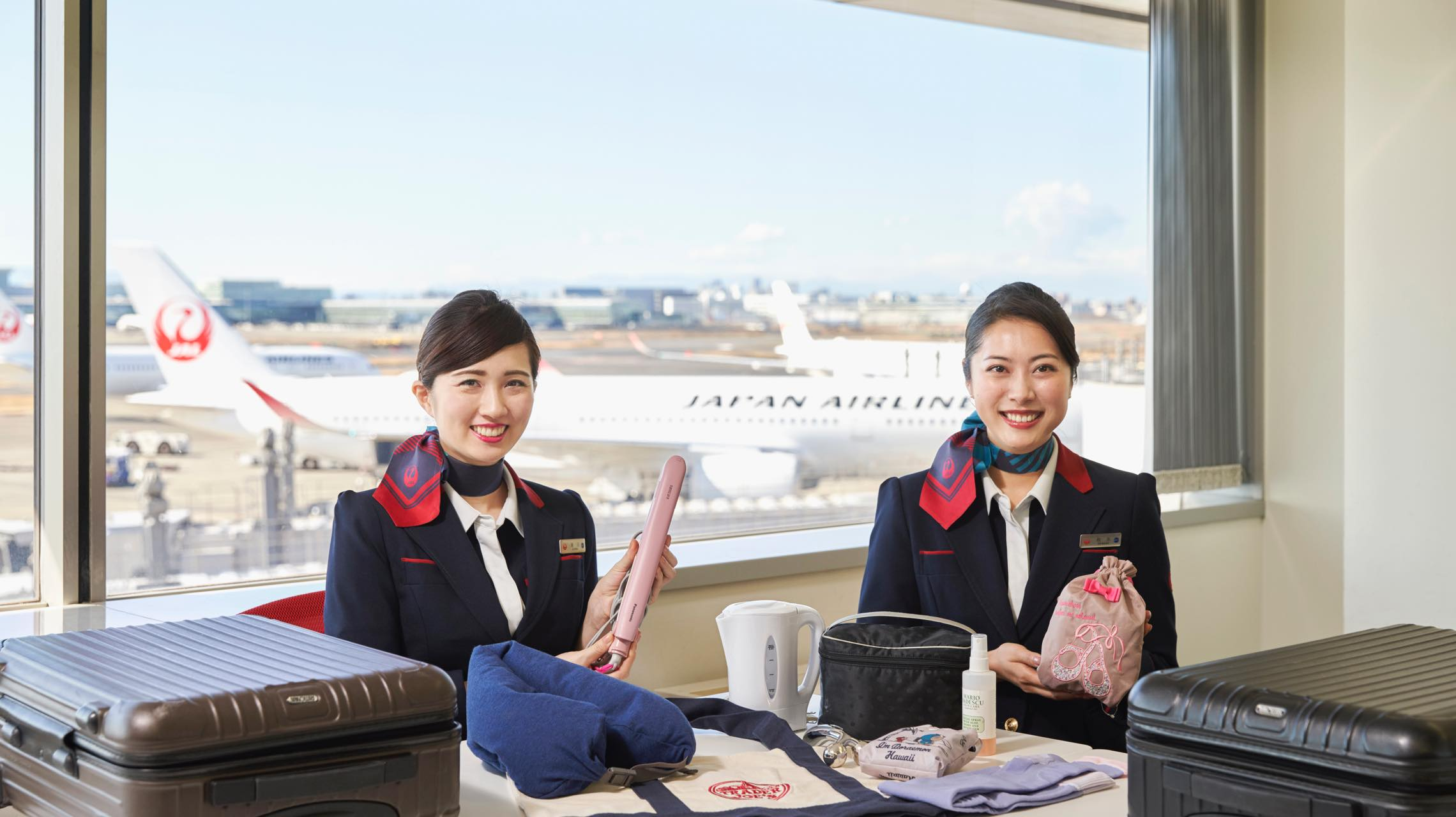 JAL客室乗務員に聞いた、海外旅行の持ち物リストと便利グッズ