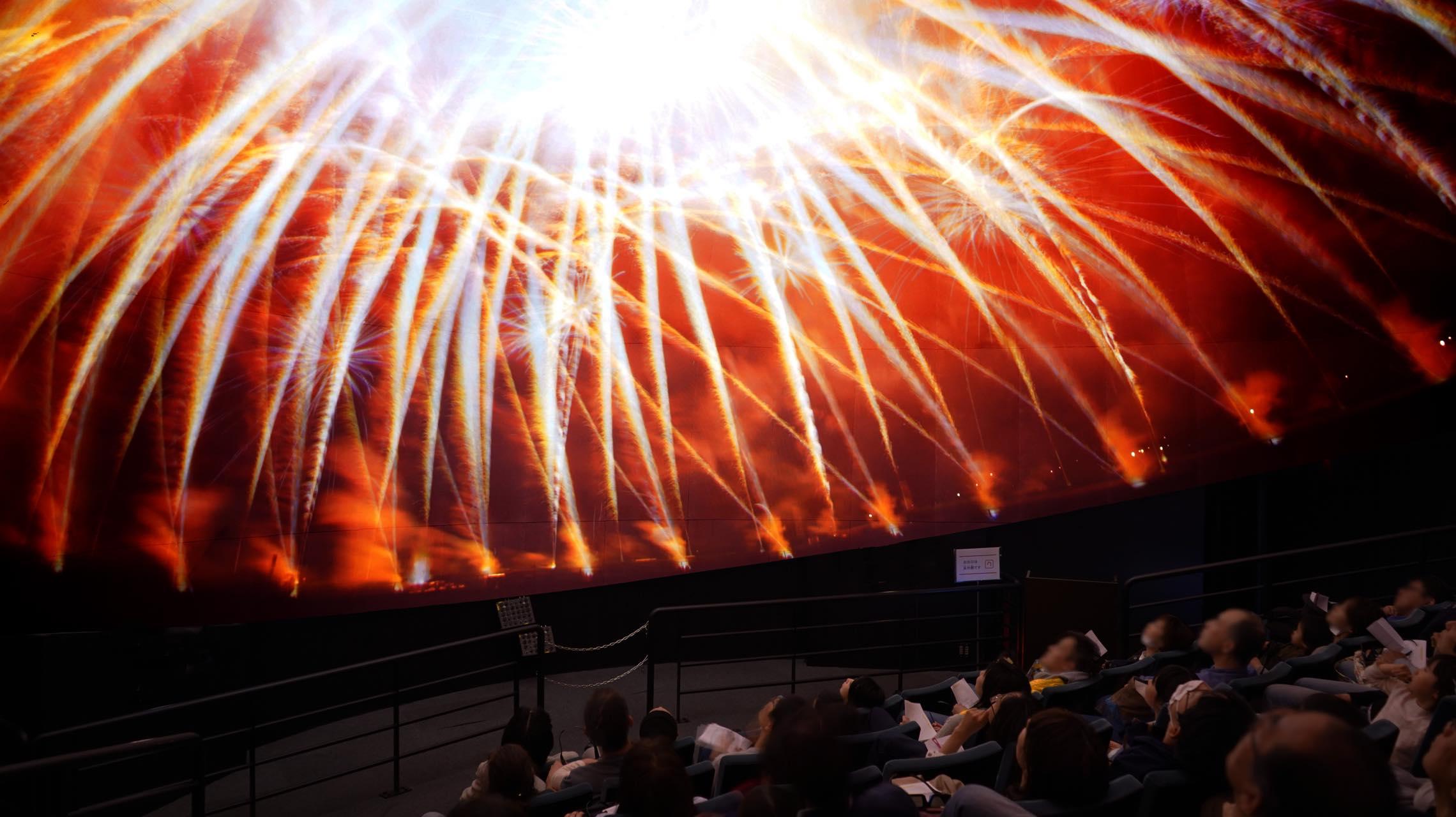 誰も体験したことない花火の特等席へ。360度の実写映像で新感覚の花火観覧を