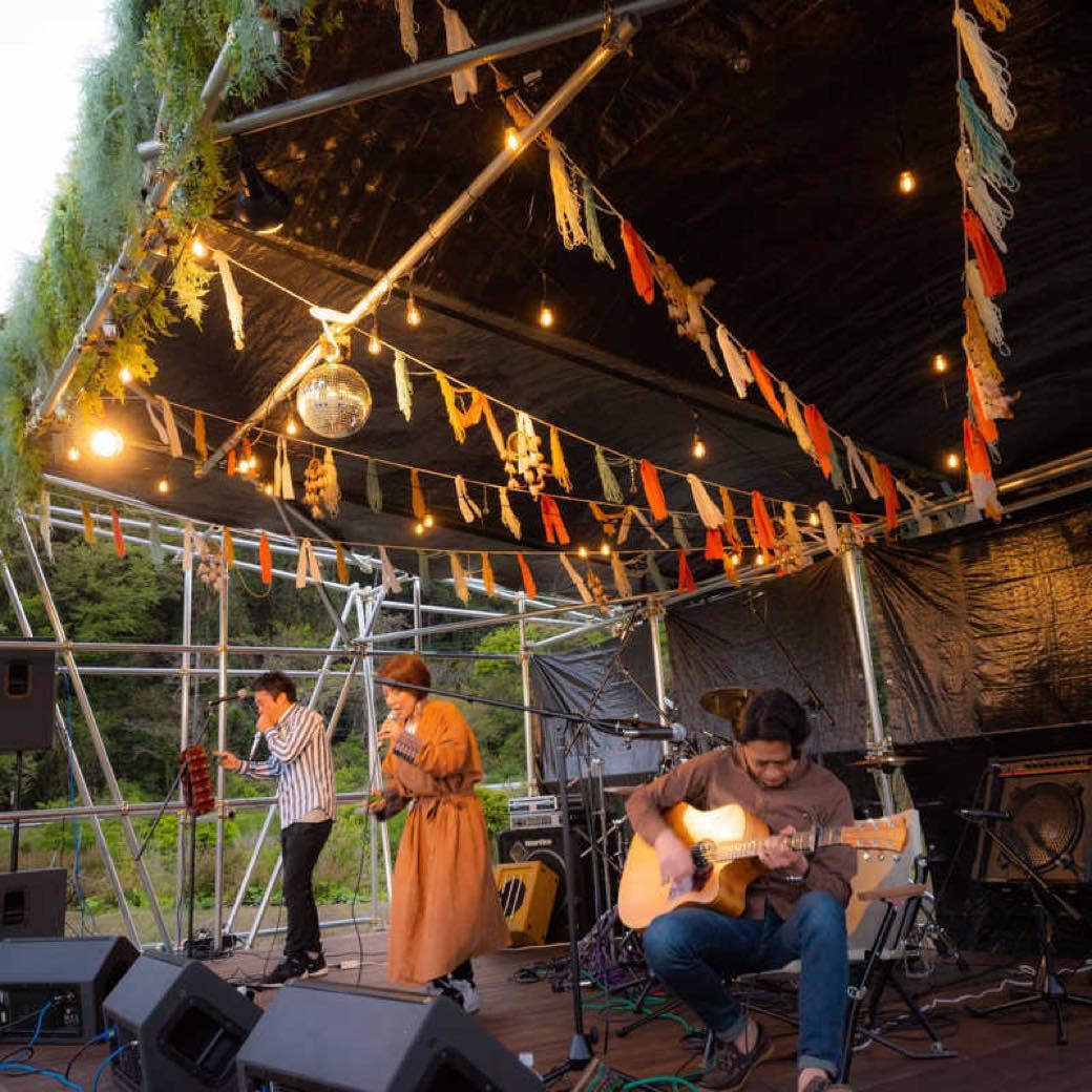 新しいフェスのカタチ。ソーシャルディスタンス野外フェス「REWILD MUSIC FES CAMP」