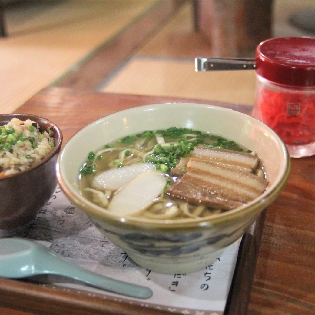 ジューシー丼ぶりや絶品カレー。コロナ禍でも盛況な沖縄飲食店の最新メニュー