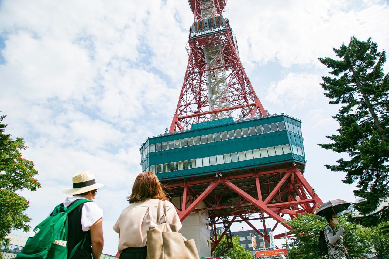札幌市時計台とさっぽろテレビ塔、この夏の賑わい状況をレポート