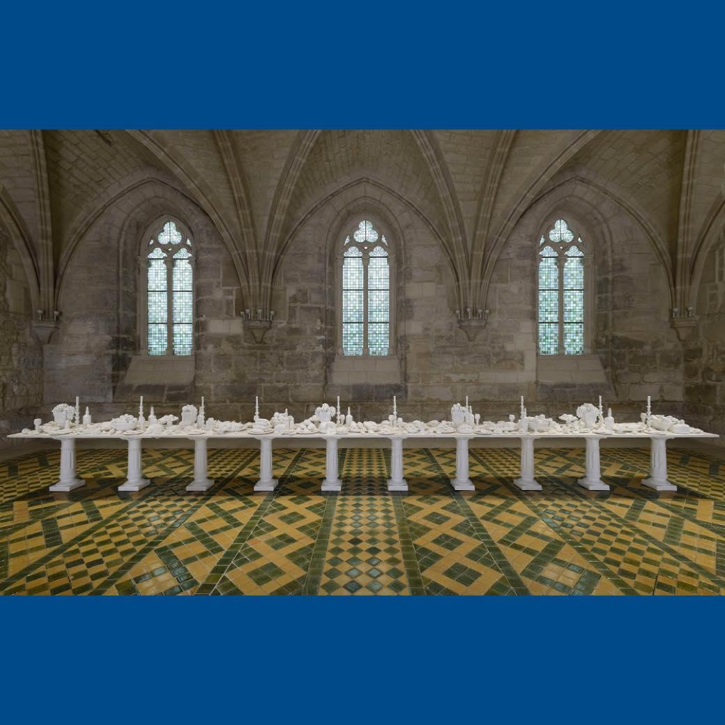 ウランガラスも作品に。美しさと毒を併せ持つ《米谷健+ジュリア》の大規模個展