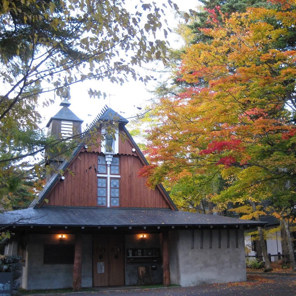 中に入れずとも見どころは満載。軽井沢屈指の美観スポット「軽井沢聖パウロカトリック教会」