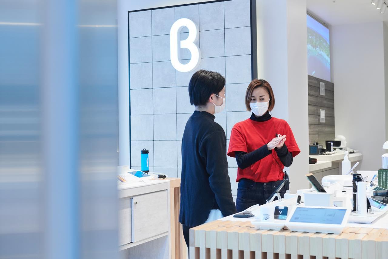 未来の定番が見つかる。b8ta TOKYOで最新ガジェットを体験する