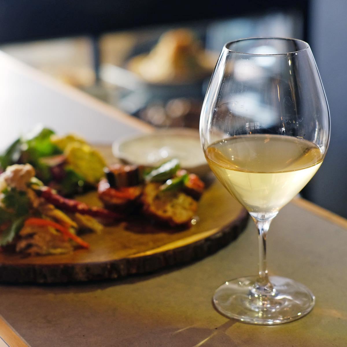 家でもお店でも、ふらりとナチュラルワインを。角打ち酒屋「no.502」が世田谷エリアに誕生