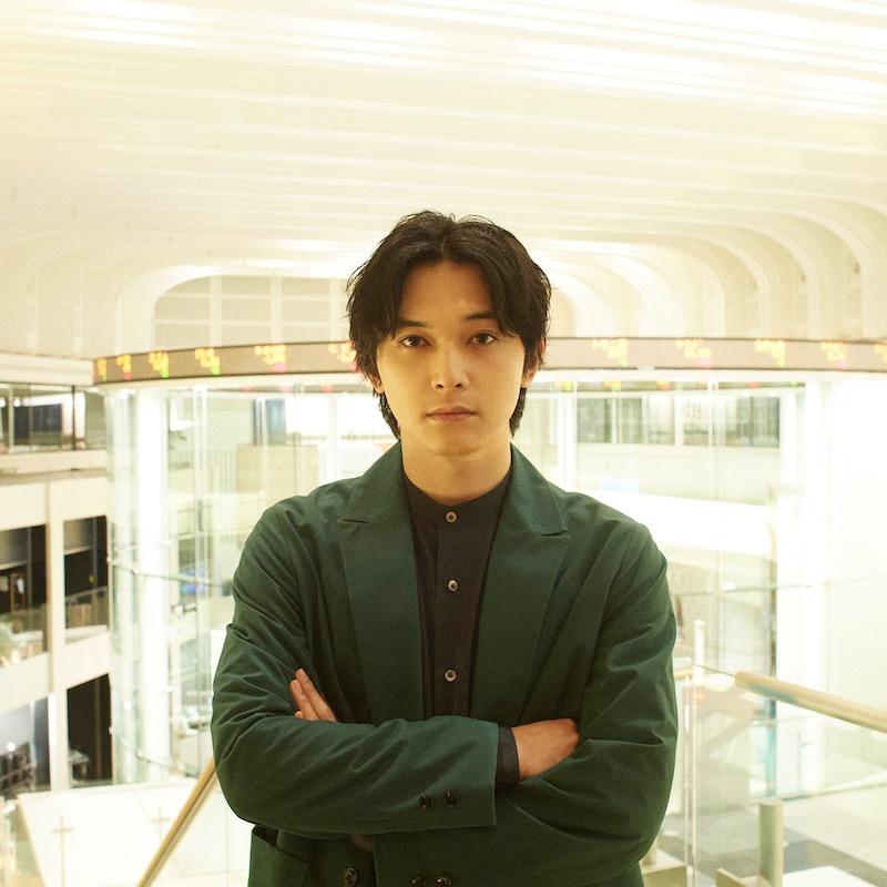 吉沢亮のスペシャルビジュアル掲載。フリーペーパー最新号は、世界が注目する・日本橋兜町特集