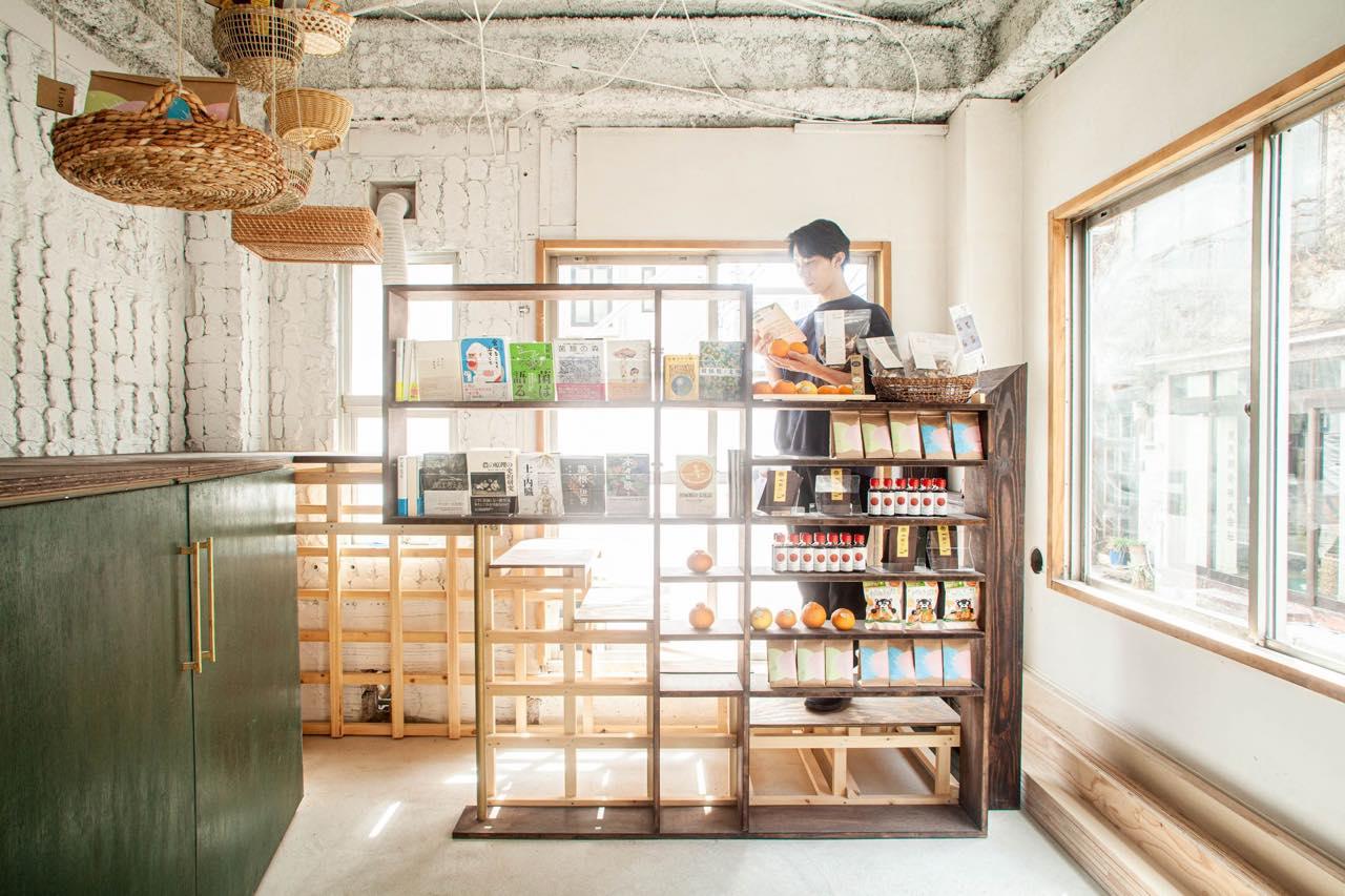 究極の偏愛空間へ。無人型店舗で、椎茸と柑橘の奥深い世界に入り浸る