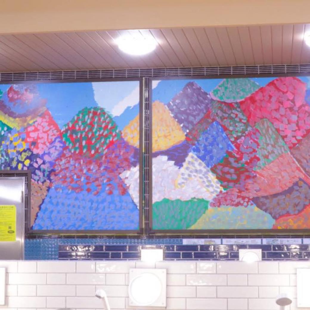 銭湯×アートで多様な価値観に触れる。ヘラルボニーが手がける「異彩」空間