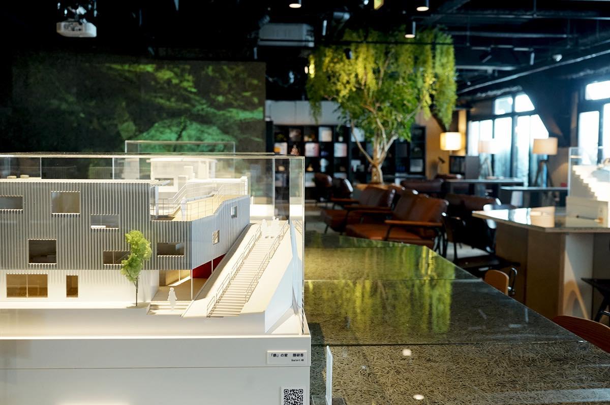 名建築を、新宿で。完全再現模型を愛でるミュージアムカフェ「棲家」