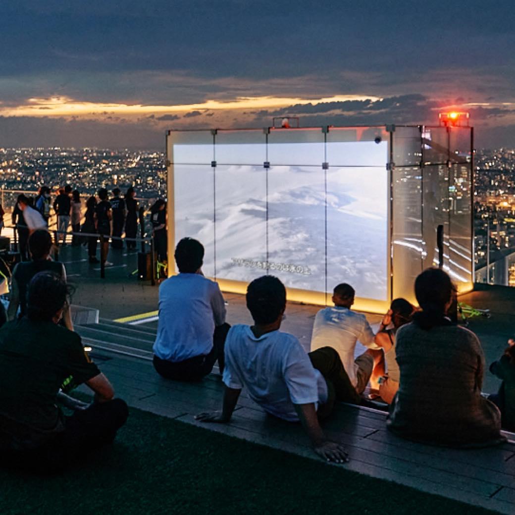 日本一高い場所での映画祭? SHIBUYA SKY屋上で出会う、素晴らしき映像作品たち