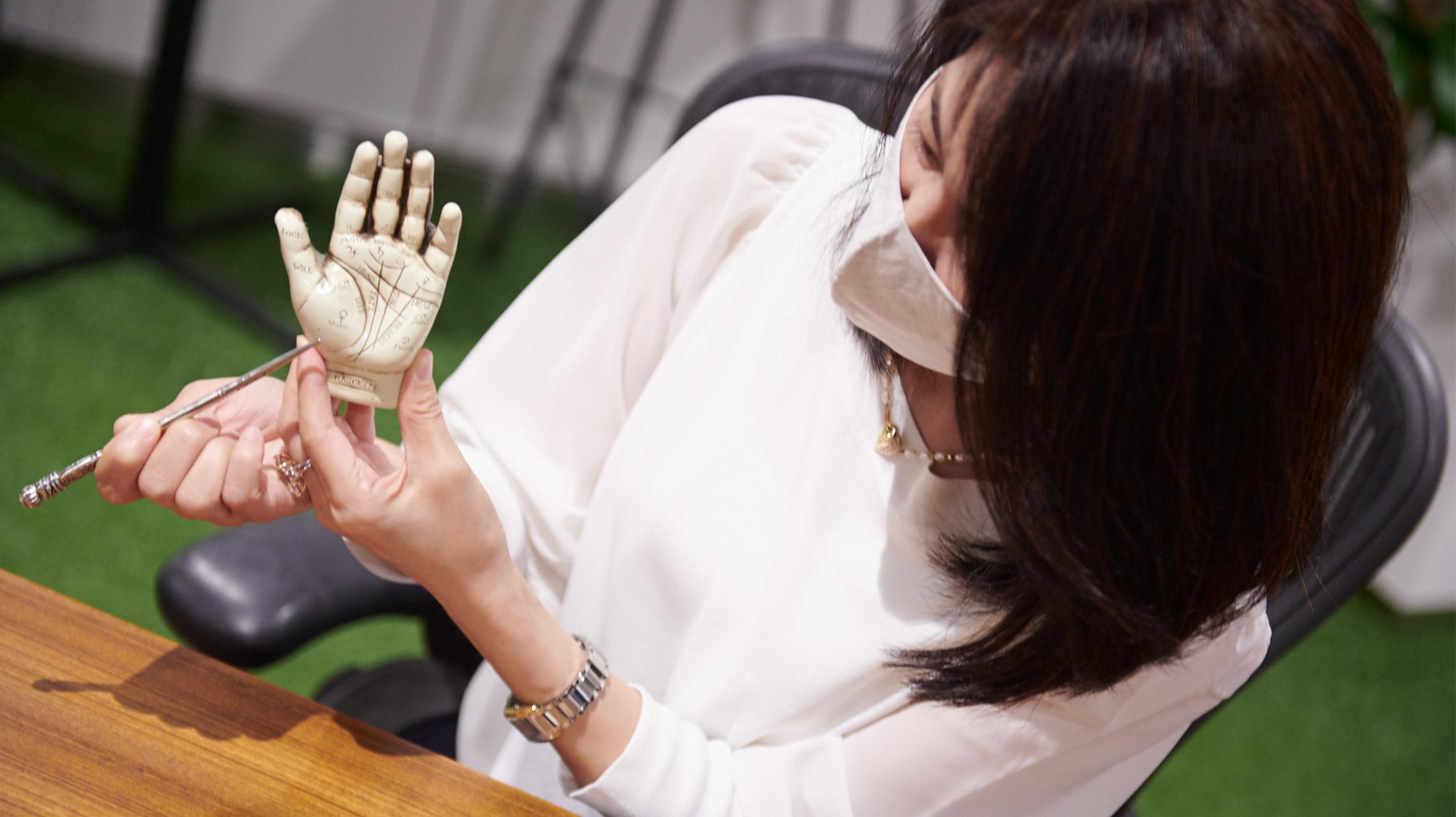 手相は心と身体のバロメーター。毎日の手相チェックでポジティブ思考に変わる